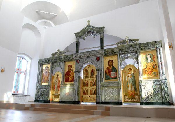 Обслуживание храмов и изготовление иконостасов