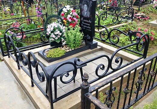 Где заказать изготовление и установку могильной оградки в Оренбурге