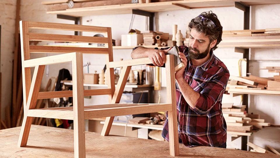 Компания «Руки» предоставляет услуги по ремонту мебели